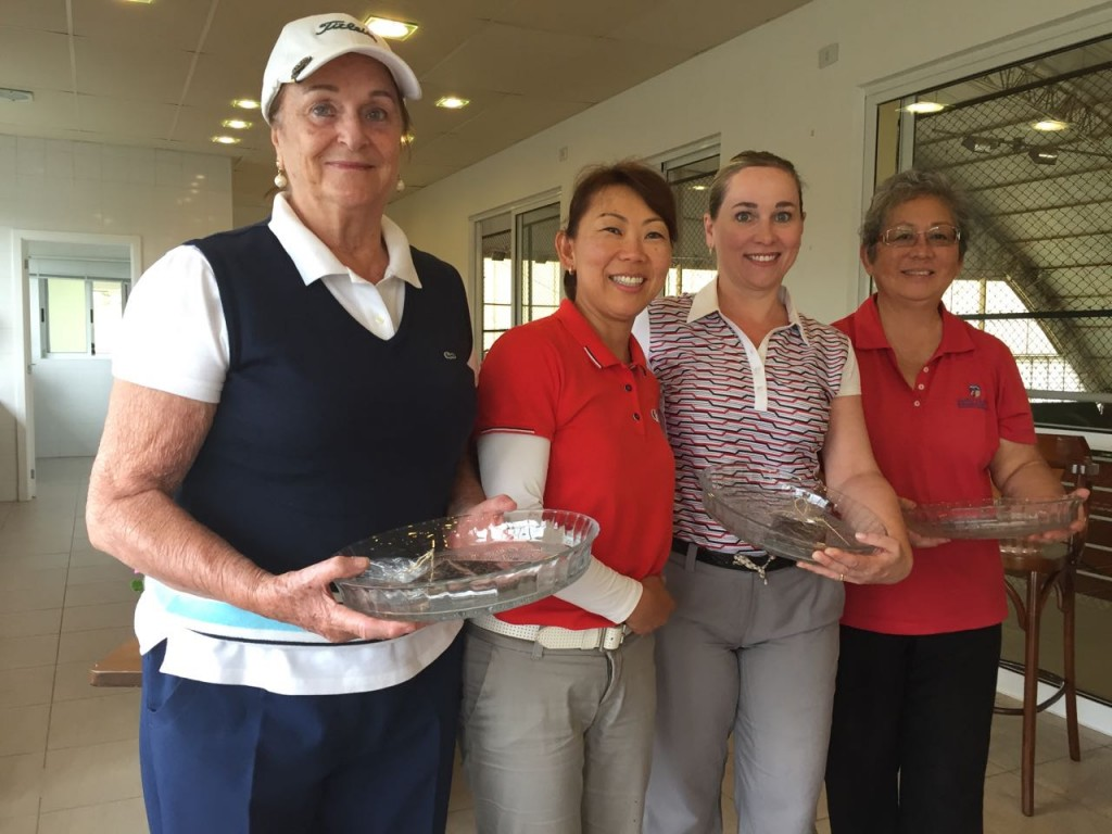 Equipe 3ª colocada, da esquerda para direita: Sras. Marisa Petraglia, (Regiane Koyama), Adriana Toledo e Makiko Yamada.