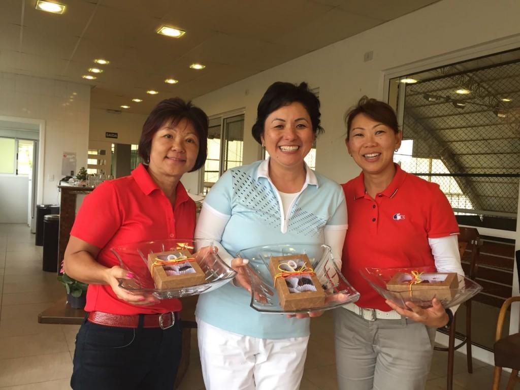 Equipe campeã: da esquerda para direita: Sras.: Helena Ishii, Vera Nagano e Regiane Koyama